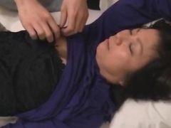 Mature Woman Getting Her Tits And Pussy Rubbed Giving Blowjob For Young Guy Fucked Creampie On The Mattress In The Room