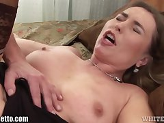 WhiteGhetto Chubby MILF Creampied