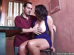 Prexy milf Persia Monir gets a creampie
