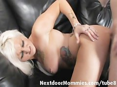 Tattooed MILF takes it in slay rub elbows with aggravation