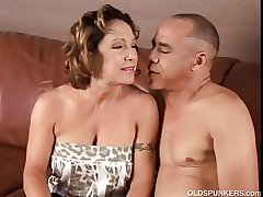 Pulchritudinous granny loves to fuck plus eat cum