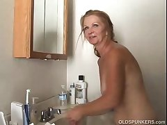 Sexy mature amateur loves to be wild about