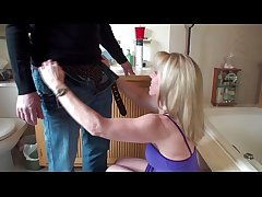 Quickie Ladies' room Blow-Job
