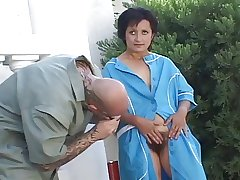 Roasting mature opening her hairy pussy for fucking