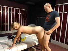 Skinny mature beauty sits her pussy on an chubby cock