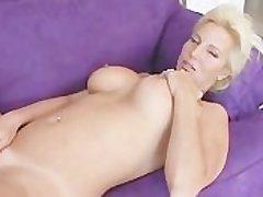 Smoking-Hot MILF Strokes Pussy