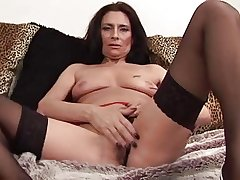 Mature Tracey spreads prairie stockings
