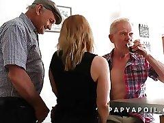Papy se work together a rob une bonne mature avec un vieux pote