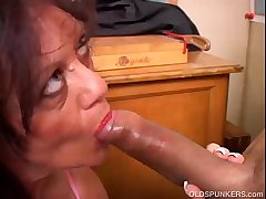 Superb matured pamper gives a blowjob lesson