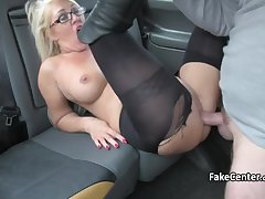 Morose milf masseuse banging with taxi