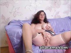 Amateur horny granny webcam!