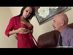 Supply MILF Agent Fucks Her Client