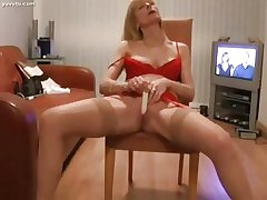 Pretty Mature Blond Reverberating Their way Clit to Orgasm