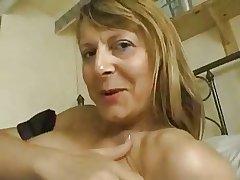 Mature mademoiselle uses dildo